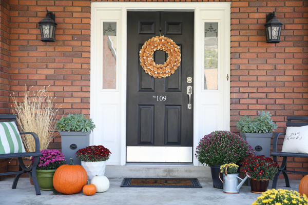 fall-porch-decor-theidearoom-net-5