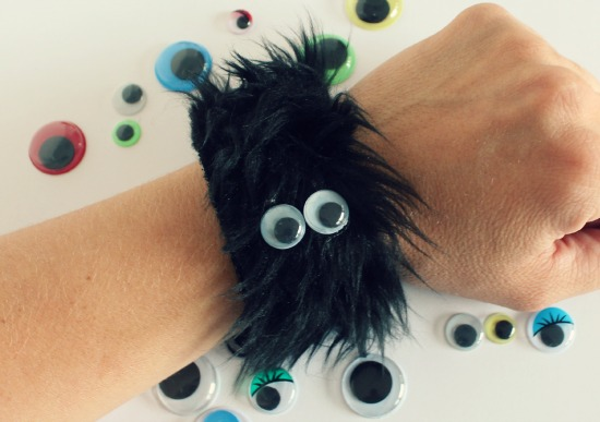 furry-monster-bracelet-with-googly-eyes-via-makeandtakes-com_