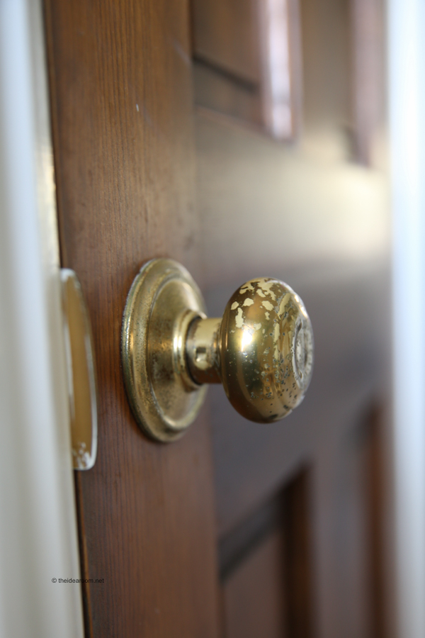 How To Change A Door Knob >> How To Install A Door Knob With This Step By Step Video Tutorial