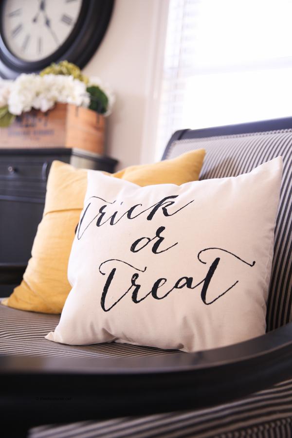 trick-or-treat-pillow-theidearoom-net-5