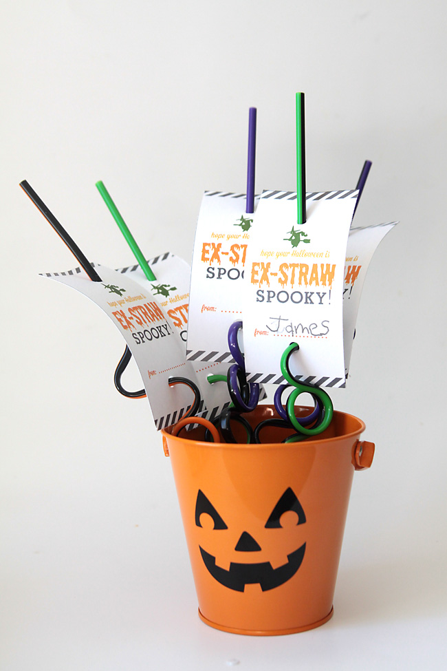 halloween-favor-treat-gift-non-candy-straws-free-printable-easy-cute-kids-2