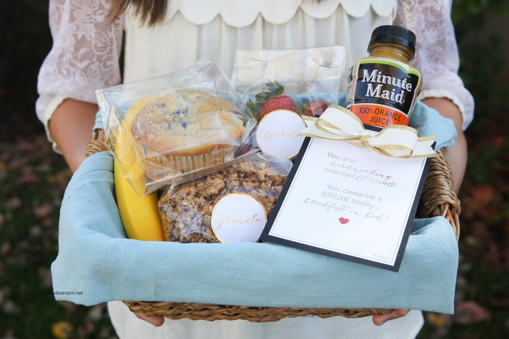 breakfast-in-bed-gift-basket-theidearoom-10