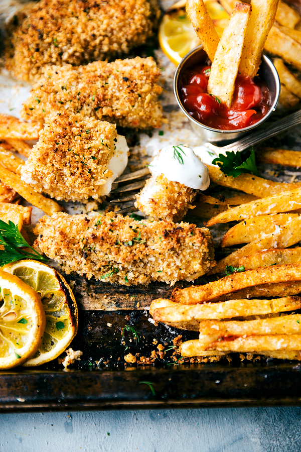 A-quick-and-delicious-take-on-fish-and-chips-all-baked-on-just-ONE-pan-Recipe-from-chelseasmessyapron.com_