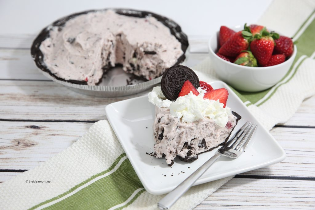 Strawberry-Ice-Cream-Oreo-Pie-theidearoom-4