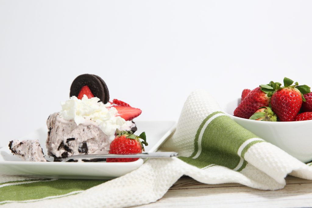 Strawberry-Ice-Cream-Oreo-Pie-theidearoom-8