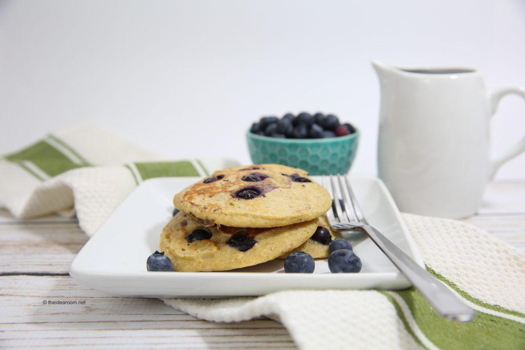 blueberry-oatmeal-yogurt-pancakes-theidearoom-1