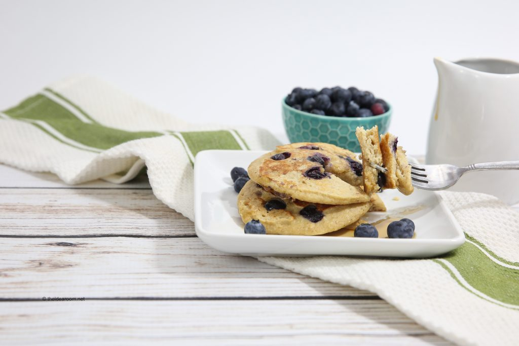 blueberry-oatmeal-yogurt-pancakes-theidearoom-10