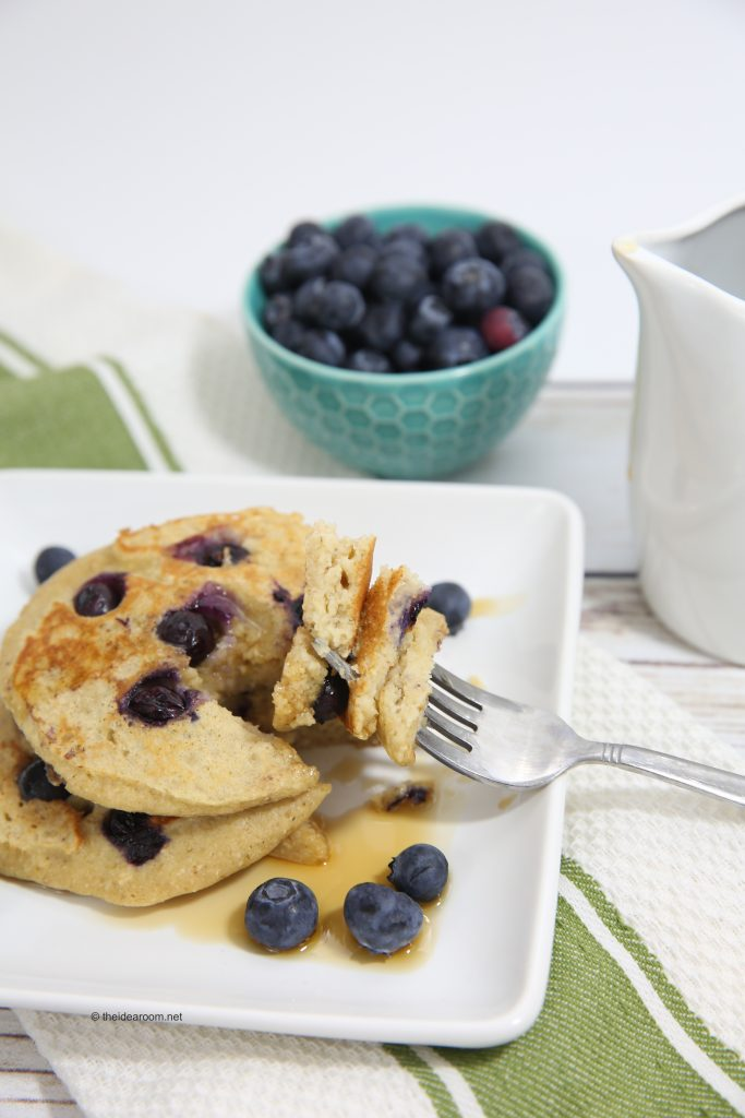 blueberry-oatmeal-yogurt-pancakes-theidearoom-11