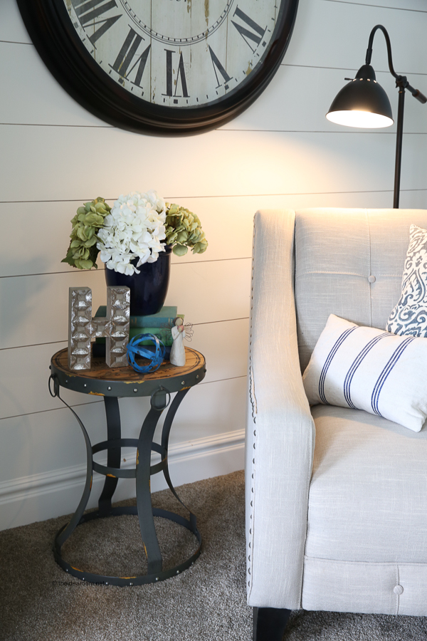 farmhouse-decor-shiplap-walls