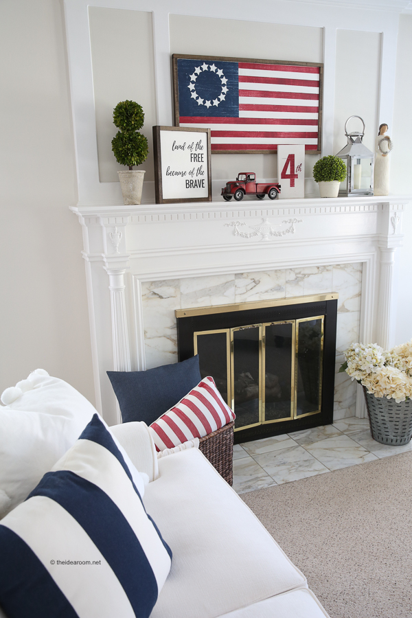DIY fourth of july decorations on mantle