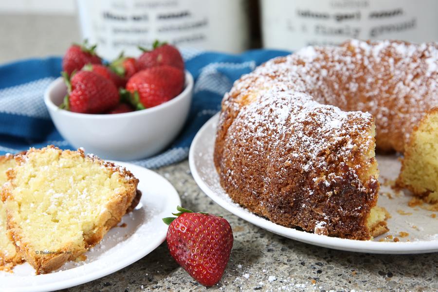 dessert-strawberries-and-cream-pound-cake-recipe