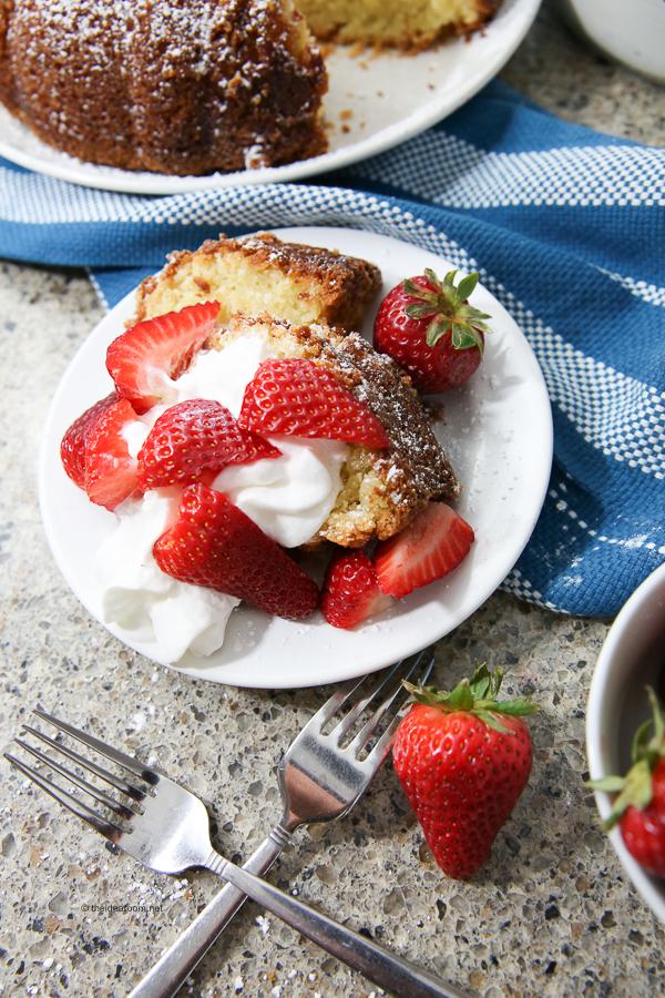 strawberries and cream pound cake recipe