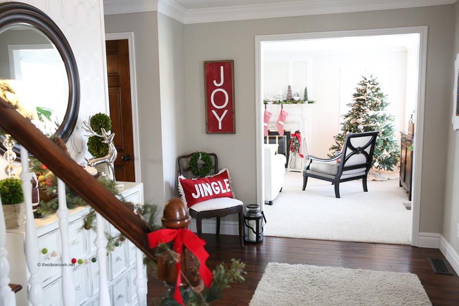 christmas-decorations-DIY-DIY-Farmhouse-Christmas-Wood-Sign-Tutorial