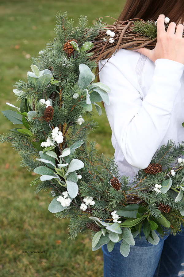 How-to-Make-Rustic-Farmhouse-Wreath-Christmas-Decor-Tutorial