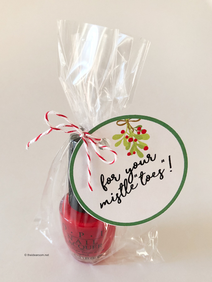 Christmas-Mistletoe's-Nail-Polish-Gift-Tag-Idea