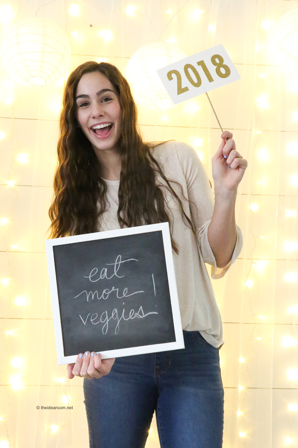 New-Years-Eve-Party-Backdrop-Photo-Booth-Props
