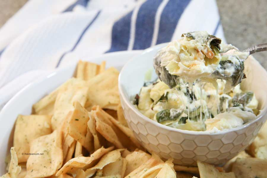 Appetizer-Cheesy-Baked-Spinach-Artichoke-Dip-Recipe-Chips