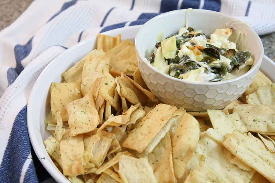 Appetizer-Cheesy-Baked-Spinach-Artichoke-Dip-Recipe