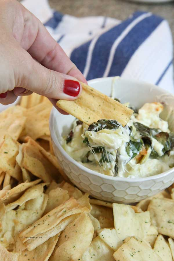 Cheesy-Baked-Spinach-Artichoke-Dip-Recipe