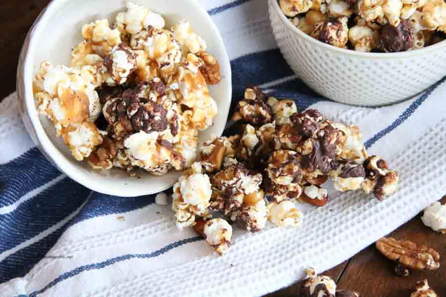 Moose-Munch-Caramel-Chocolate-Pecan-Popcorn-Recipe