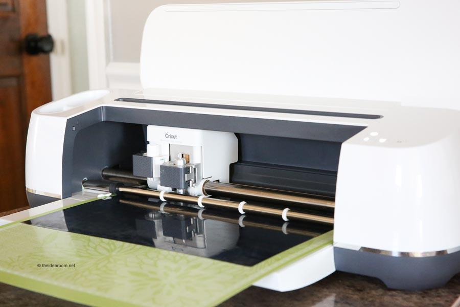 cricut maker machine cutting vinyl